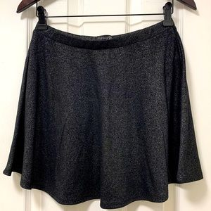Shiny black fabric skirt🖤